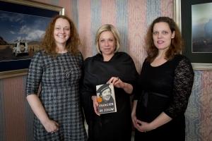 Biografie eerste vrouwelijke militair Francien de Zeeuw voor minister van defensie Jeanine Hennis