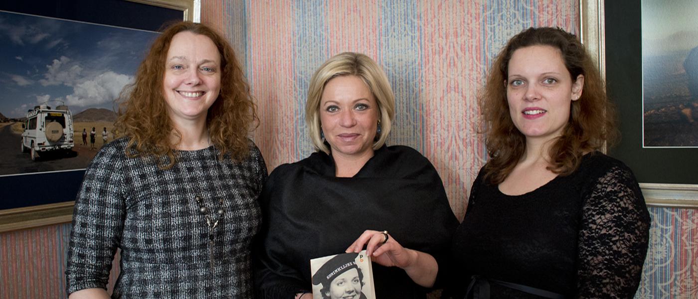 Biografie eerste vrouwelijke militair voor minister van defensie Jeanine Hennis